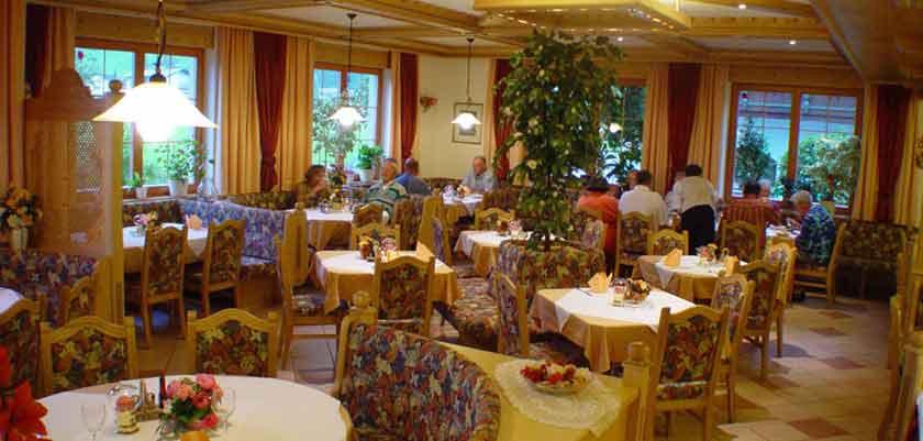 Austria_Westendorf_Hotel-Briem_Dining-room.jpg